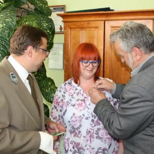 Honorową Złotą Odznaką LOP otrzymała m.in.Justyna Raczyńska zWFOŚiGW wOlsztynie Fot.Beata Kowalska