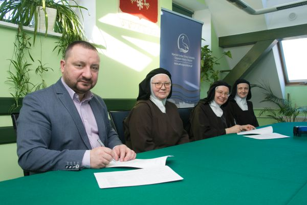 Umowa nadofinansowanie termomodernizacji klasztoru wSpręcowie